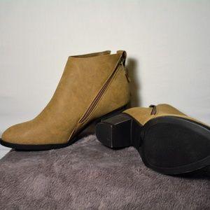 NWOT Journee Collection- Tan booties w/zipper